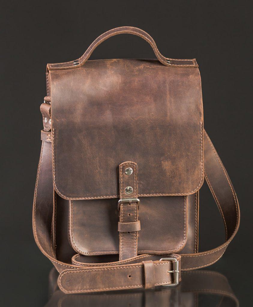 Kozhanaya-sumka-pochtalon-843x1024 Сумки своими руками - выкройки для пошива из ткани или кожи