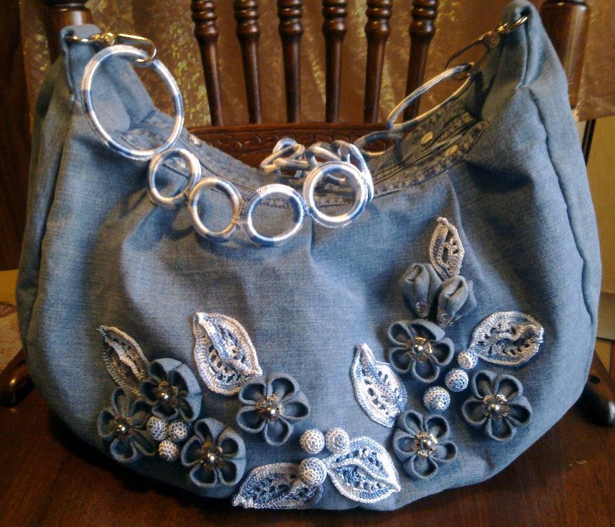 Ленточки на сумке