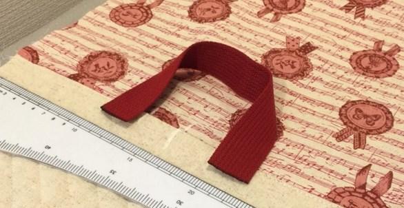 Ручка красного цвета