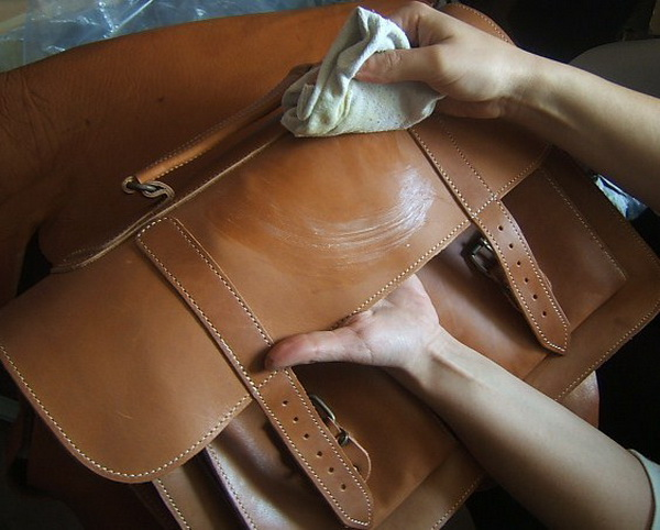 Чистим сумку крахмалом