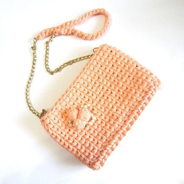 Вязаная сумочка для куклы