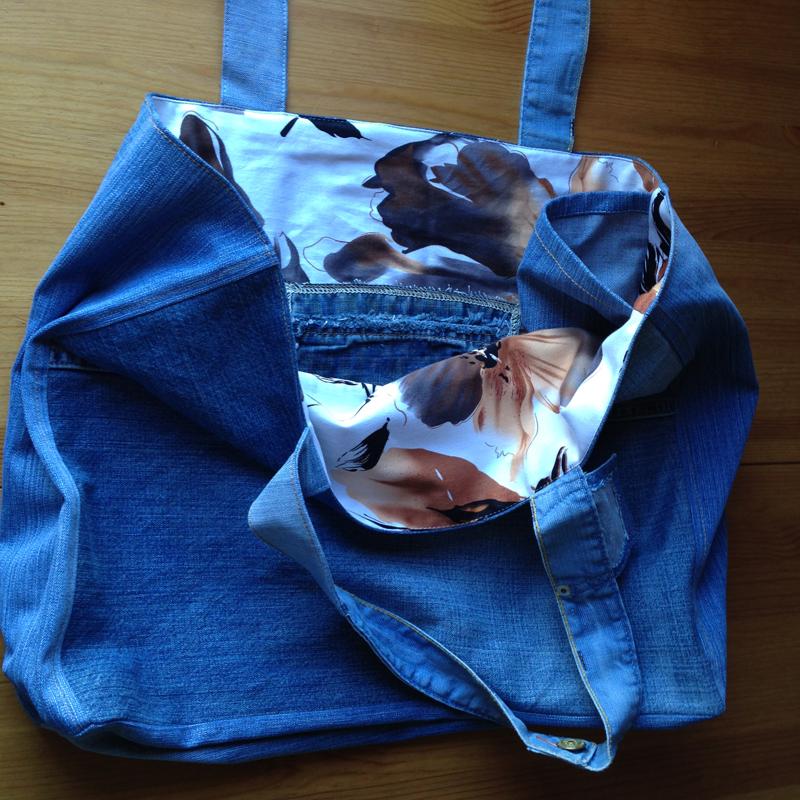 Gotovaya-plyazhnaya-sumka Большая пляжная сумка из старых джинсов своими руками