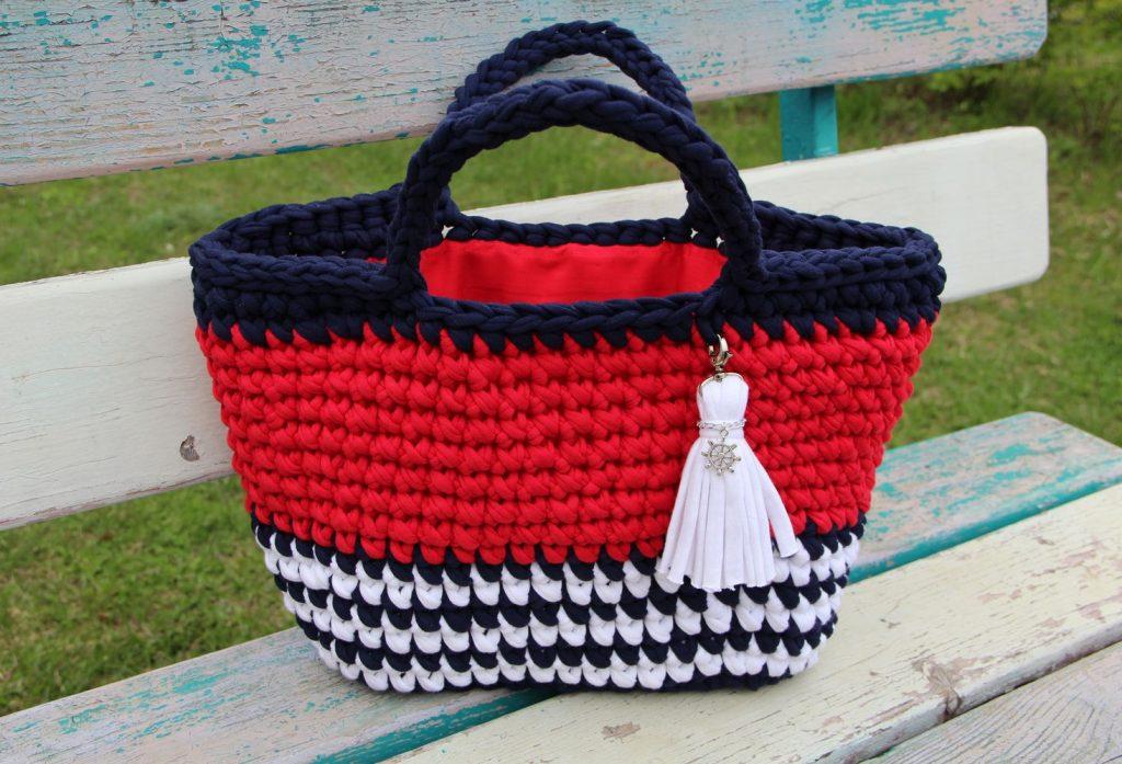 Sumka-iz-trikotzhanoj-pryazhi-1-1024x697 Большая пляжная сумка из старых джинсов своими руками