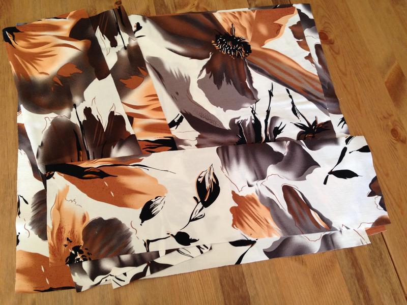 Vyrezat-detali-sumkiiz-podkladochnoj-tkani Большая пляжная сумка из старых джинсов своими руками